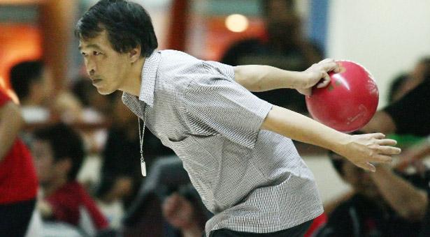 12-community-games-bowling-kelvin-lim-slider