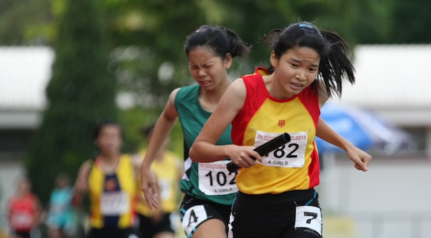 a-div-girls-4x400m-relay-slider