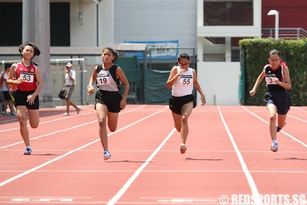 a girls 100m final
