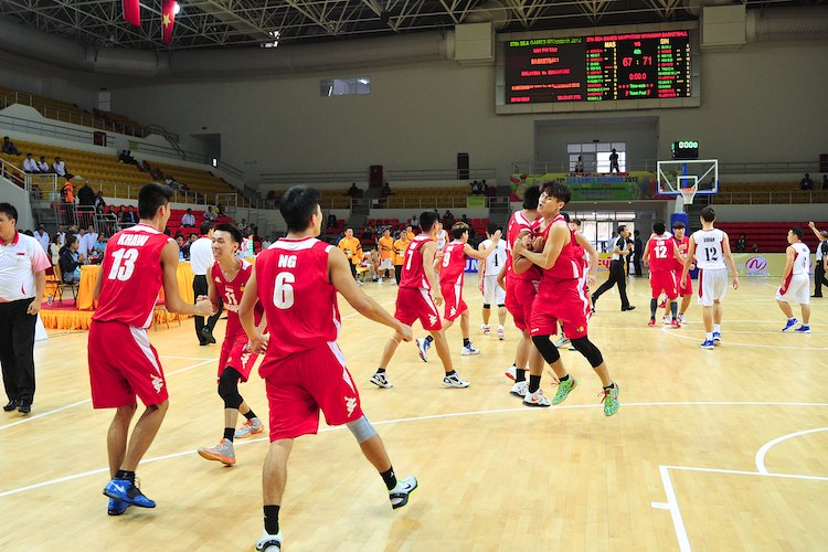 SEA GAMES Basketball: Underdogs Singapore beat Malaysia for first.