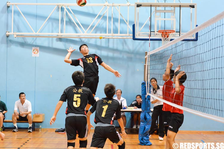 Clive Ling (CHS #13) goes up to spike the ball. (Photo 1 © Zachary Foo/Red Sports)