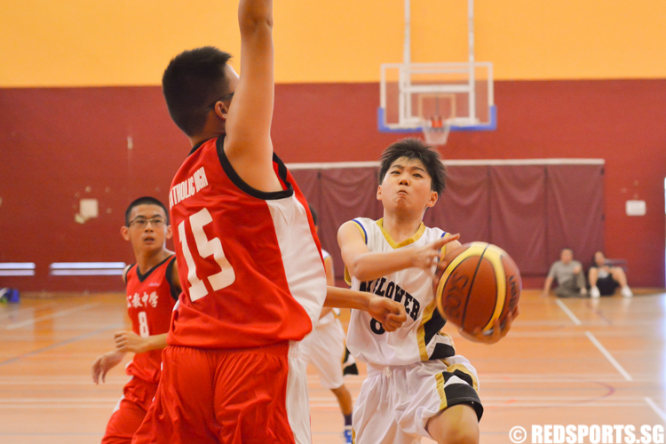 QTSS #8 attempts to score against the imposing figure of Keith Png (CHS #15) (Photo 1 © Zachary Foo/Red Sports)