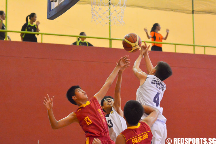 Jerry Tan (GYS #4) grabs the rebound over Kai Loong. (GESS #13) (Photo 1 © Zachary Foo/Red Sports)