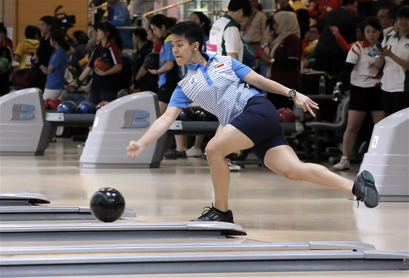 Shayna Ng, the 2012 World Cup champion and the 2013 PBA-WBT #4 International Bowling Championships winner, could not find form as she finished the lowest of her teammates for 32nd in a field of 74 bowlers. (Photo 9 courtesy of Vivek Prakash / Sport Singapore via Action Images Livepic)