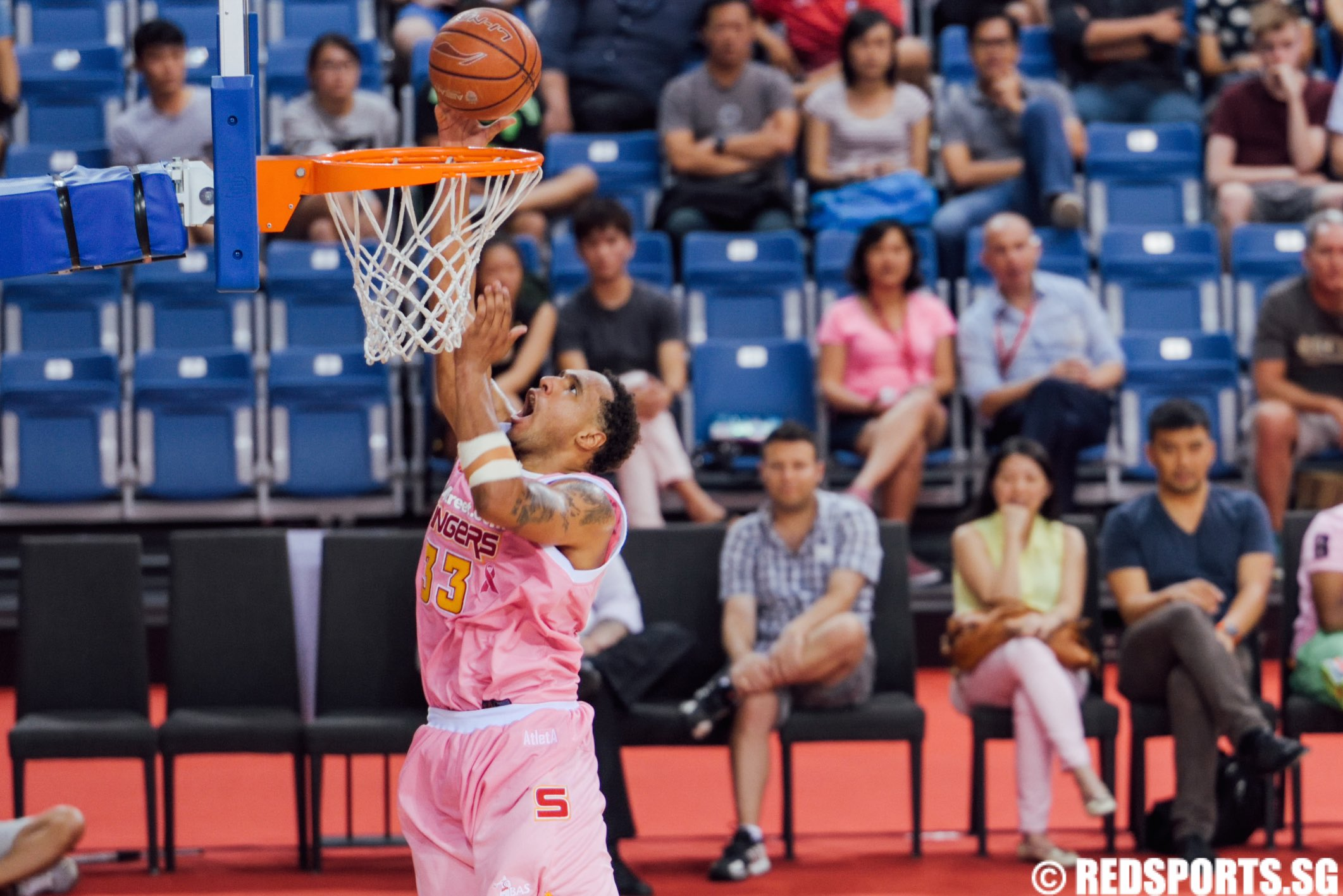 Dior Lowhorn (Slingers #33)  goes for the dunk. He finished the game with 20 points. (Photo 2 © Matthew Lau/Red Sports)