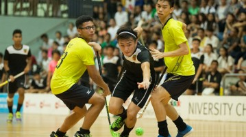 Silas Choe (#22) of Raffles Institution dribbles through Victoria Junior College's defence. (Photo © Lee Jian Wei/Red Sports)
