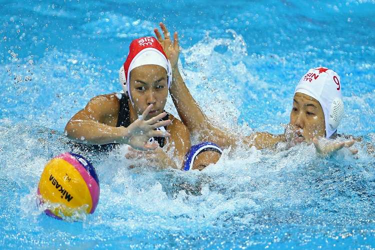 28th SEA Games Singapore 2015 - OCBC Aquatic Centre, Singapore - 12/6/15  Water Polo - Women's Round Robin - Singapore's goalkeeper Low Seet Teng (L), her compatriot Ng Yi Wen (R) and Malaysia's Low Jia Yee in action SEAGAMES28 TEAMSINGAPORE Mandatory Credit: Singapore SEA Games Organising Committee / Action Images via Reuters