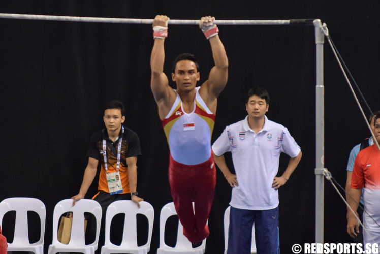 Aizat Muhammad Jufrie scored 12.833 points in the Men's Horizontal Bar Final to bag the bronze medal for Singapore. (Photo 1 © Laura Lee/Red Sports)
