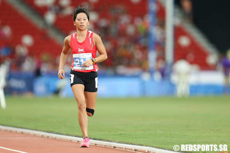 Qua Bi Qi (#215) of Singapore in action during the Women's 5000m event. She clocked a time 19 minutes and 42.50 seconds to finish tenth. (Photo © Lee Jian Wei/Red Sports)