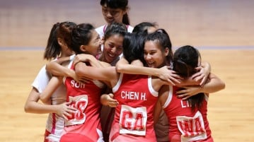 Singapore celebrate their gold-medal win after they beat Malaysia 46–43. (Photo © Lee Jian Wei/Red Sports)