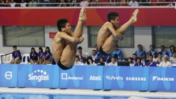 28th SEA Games Singapore 2015 - OCBC Aquatic Centre - Singapore - 9/6/15  Diving - Men's 3m Synchronised Final - Second placed Singapore's Lee Han Kuan Timothy and Lee Mark Han Ming SEAGAMES28  TEAMSINGAPORE Mandatory Credit: Singapore SEA Games Organising Committee / Action Images via Reuters