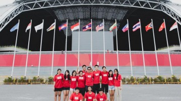 The Red Sports crew taking a group photo outside the National Stadium. (Photo 1 © Lim Yong Teck/Red Sports)