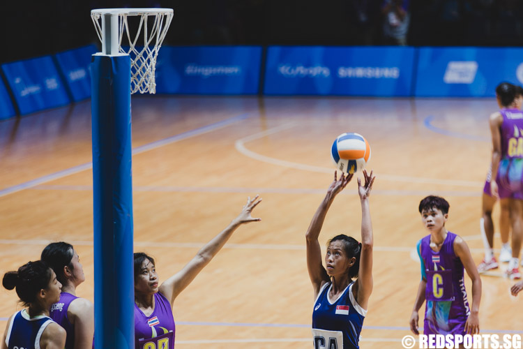 Chen Huifen (GA), who earned her 100th cap today, attempts a shot. (Photo 1 © Soh Jun Wei/Red Sports)