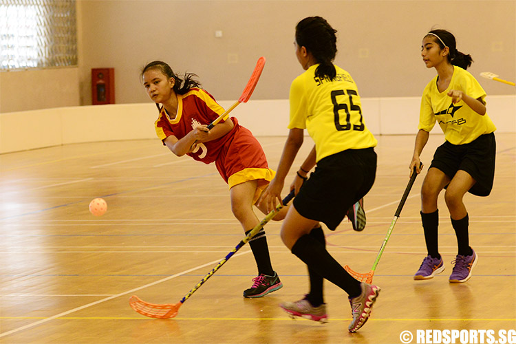 Siti Nasyitah Bte Abdul Rahim (BN #9) has a clear shot for the goal. She was the top scorer of the game with four goals. (Photo 1 © Louisa Goh/Red Sports)