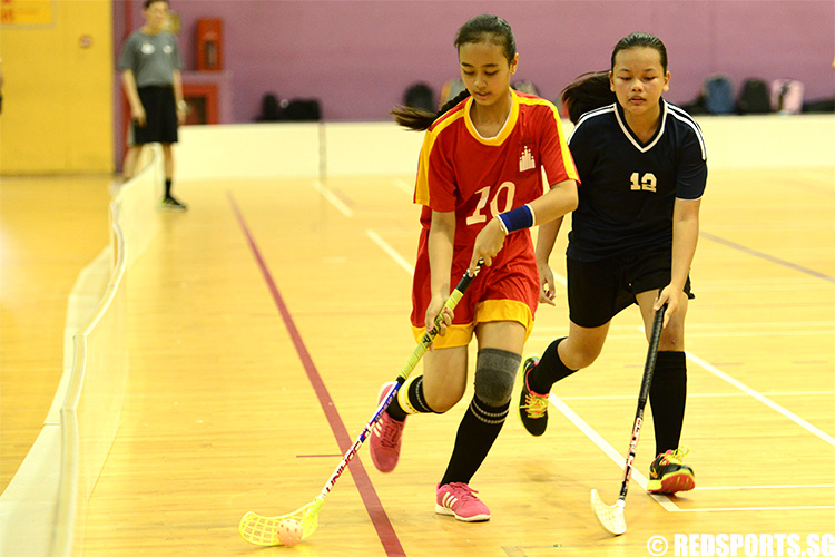 Captain Siti Najihah Bte Abdul Rahim (BN #10) handles the ball away from AES. Siti Najihah was the top scorer of the game with six goals. (Photo 1 © Louisa Goh/Red Sports)