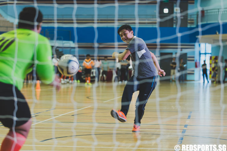 Mr. Tan Chuan-Jin, Minister for Social and Family Development scores the ball to signify the opening of the Singapore Youth Olympic Festival. (Photo 1 © Soh Jun Wei/Red Sports)