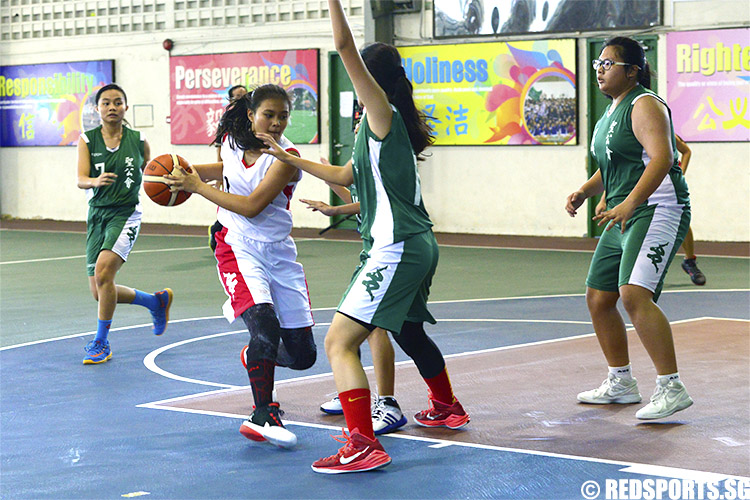 Gabrielle (DM #12) attempts to break through Anglican High's defence. (Photo 5 © Louisa Goh/Red Sports)