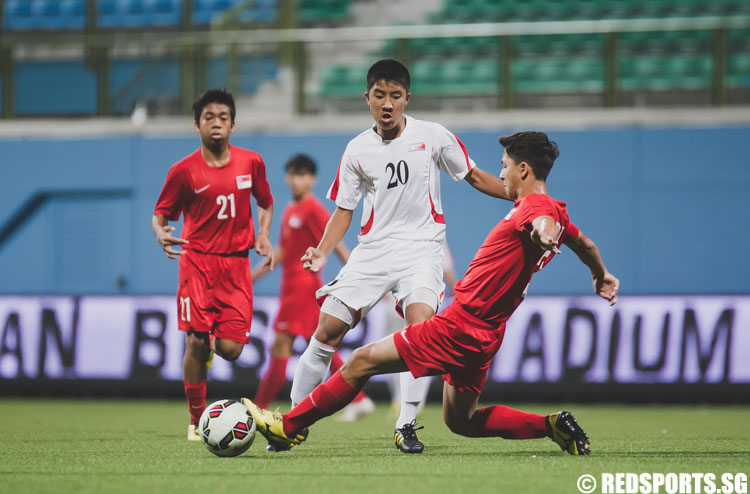 Jordan Vestering (SIN #3) tackles to gain possession of the ball against Paek Hwang Min (DPRK #20) during the 2016 Asian Football Confederation (AFC) U-16 Championship Qualifiers. (Photo 5 © Soh Jun Wei/Red Sports)