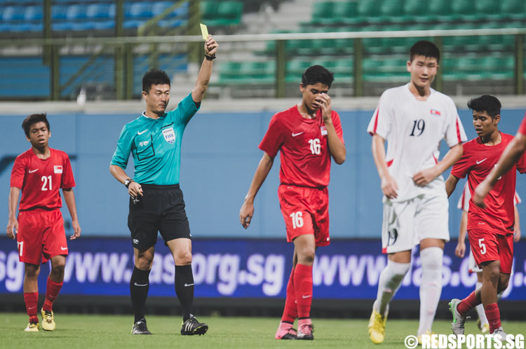 Fikri Junaidi (SIN #16) receives a yellow card from the referee after commiting a foul during the 2016 Asian Football Confederation (AFC) U-16 Championship Qualifiers. (Photo 6 © Soh Jun Wei/Red Sports)