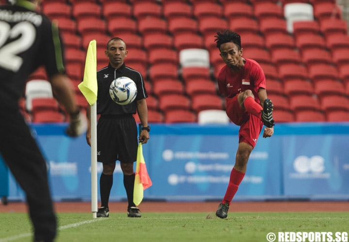 Suhaimi Bin Sudar (SIN #7) takes a corner kick during the men's team round robin match against Malaysia at the 8th ASEAN Para Games. (Photo 6 © Soh Jun Wei/Red Sports)