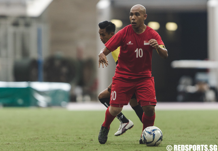 Khairul Anwar Bin Kasmani (SIN #10) in action during the men's team round robin match against Malaysia. (Photo 7 © Soh Jun Wei/Red Sports)