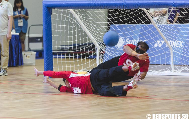 Nazarudin (SIN #9) and Chiang Chia Ling (SIN #8) tries to stop the ball during the Goalball Men 1st Preliminaries Round at the 8th ASEAN Para Games. (Photo 2 © Soh Jun Wei/Red Sports)