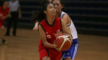 Almaz (MF #9) getting past the defence for a shot. She scored a game-high 5 points. (Photo 1 © REDintern Chua Kai Yun)