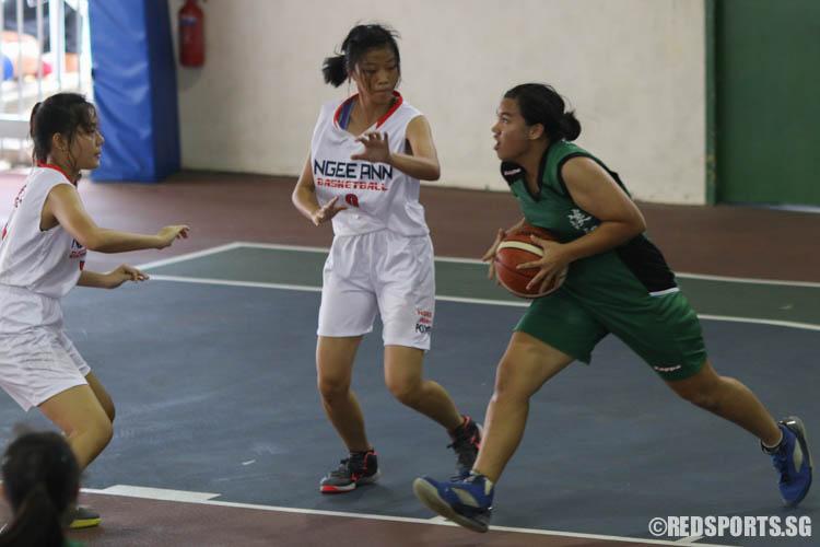 Grace Athena Hoten (TJ #15) prepares for a jump shot. (Photo 5 © REDintern Chua Kai Yun)