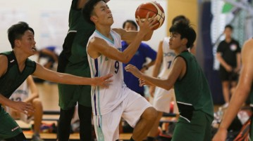 Lee Yao Hong (BSS #9) goes a lay up against tight defence. He was the top scorer of the game, bagging 15 points. (Photo 1 © REDintern Chua Kai Yun)