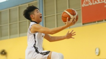 Justin Lee (CHS #1) goes for a lay-up. He scored a team-leading 13 points in the victory. (Photo  1 © Dylan Chua/Red Sports)