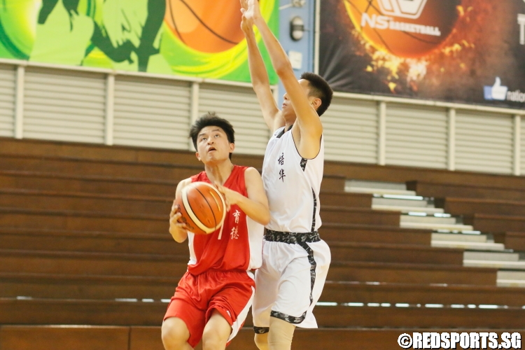 An Edgefield players goes for a contested lay-up. (Photo 3 © Dylan Chua/Red Sports)