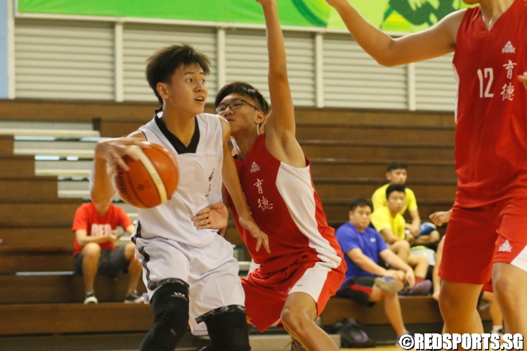 Goh Jun Wei (Pei Hwa #5) looks to attack the basket. (Photo  11 © Dylan Chua/Red Sports)