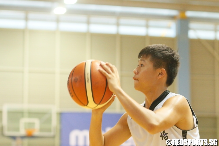 Nicholas Lee (Pei Hwa #4) takes aim at the basket. (Photo 7 © Dylan Chua/Red Sports)