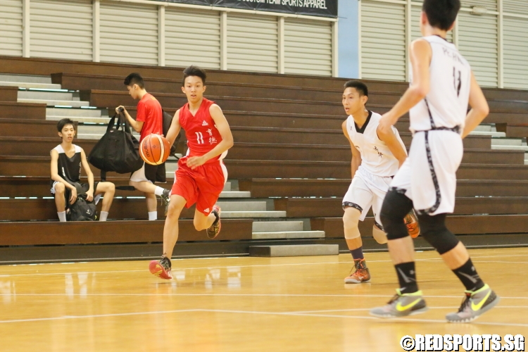 Ezra (Edgefield #11) controls the ball on offense. (Photo 4 © Dylan Chua/Red Sports)