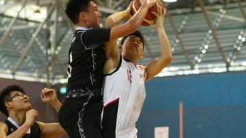 Shaun Ong (JSS #13) getting his shot blocked. (Photo 2 © Dylan Chua/Red Sports)