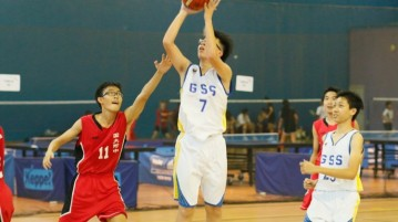 Alvin Toh Yik Xuen (Greenridge #7) pulls up for a jumpshot. He had a game-high 9 points in the victory. (Photo  © Chan Hua Zheng/Red Sports)