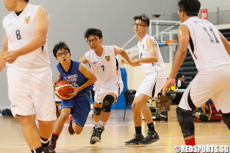 A HIH player drives to the basket. (Photo 5 © Dylan Chua/Red Sports)