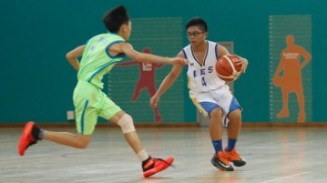 (AES #4) crosses up his opponent. (Photo  © REDintern Dylan Chua)