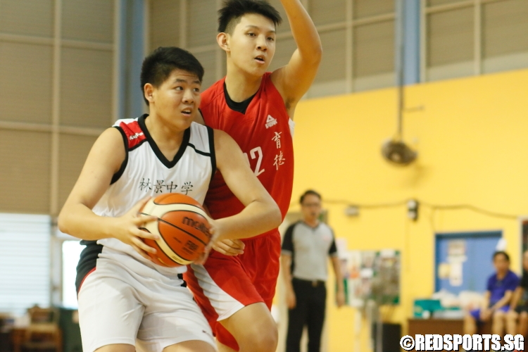 Andy Liow Cheng Lin (Woodgrove #14) driving strong to the hoop against his defender. (Photo  © Chan Hua Zheng/Red Sports)