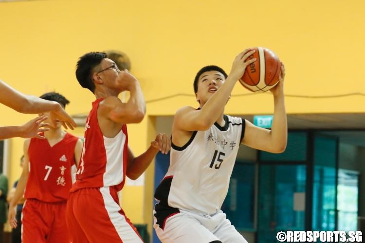 Yap Chun Jack (Woodgrove #15) going up for an underbasket shot. (Photo  © Chan Hua Zheng/Red Sports)