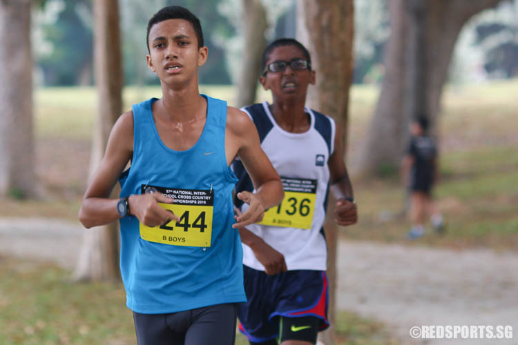 Syed Hussein Aljunied (left, #3244) of  Pasir Ris Secondary and Ruben S/O Loganathan (#3136) of Guangyang Secondary run the 4.60km route under the B Division Boys category. Hussein emerged first with a timing of 16:01.66, while Ruben was second with a timing of 16:11.26. (Photo © Chua Kai Yun/Red Sports)