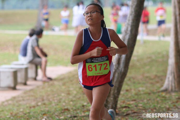 Shawna Tay (#6172) of Nan Hua High School finished fifth with a timing of 16:40.36. (Photo © Chua Kai Yun/Red Sports)