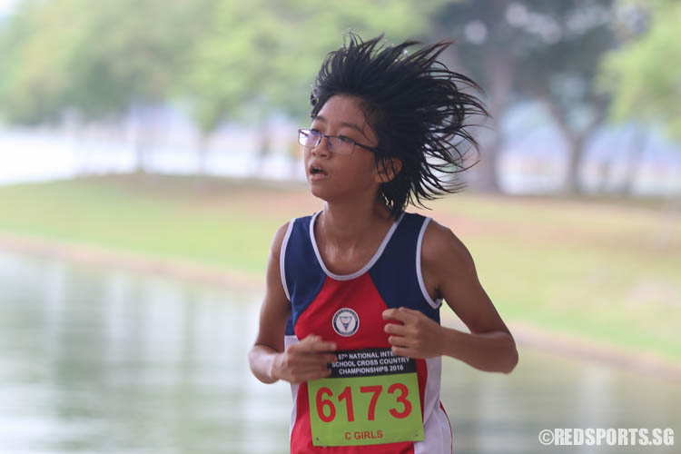 Sheena Tan (#6173) of Nan Hua High School came in eleventh with a timing of 16:58.68. (Photo © Chua Kai Yun/Red Sports)