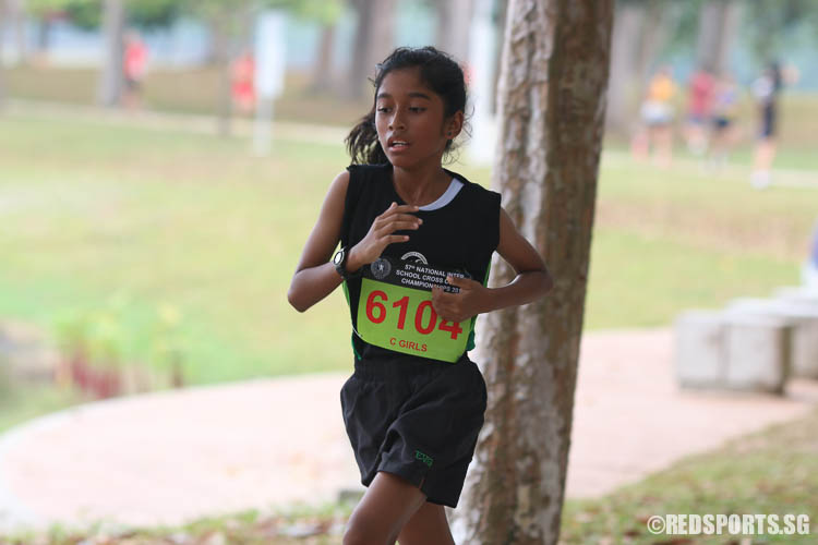Nur Humairah Bte Mohammad (#6104) of Evergreen Secondary came in twentieth with a timing of 17:12.25. (Photo © Chua Kai Yun/Red Sports)