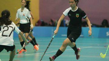 Rachel Park (RJC #13) dribbles the ball nearer to goal. (Photo © Chua Kai Yun/Red Sports)