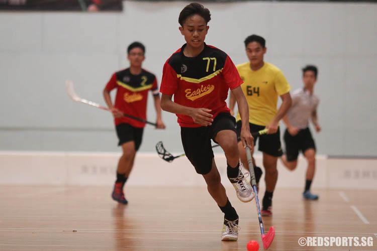 Azhari Saputra B Mustafa (EVS #77) dribbles upcourt. (Photo © Chua Kai Yun/Red Sports)