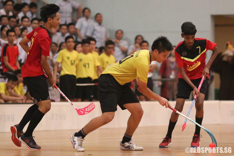 Muhammad Nabil B Salim (VS #70) controls the ball against East View Secondary. (Photo © Chua Kai Yun/Red Sports)