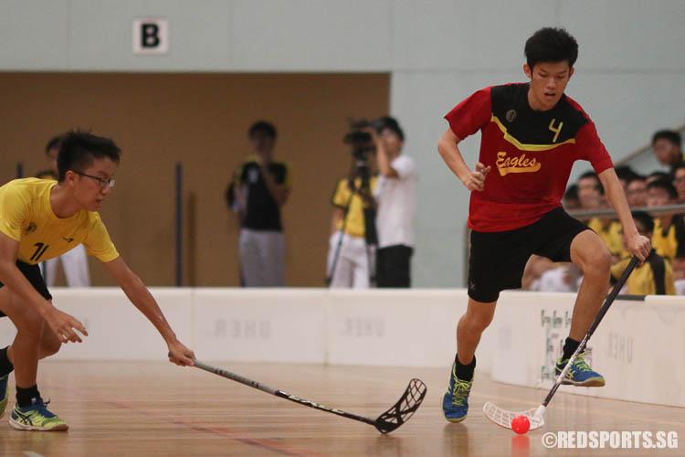Koh Xuanrui (EVS #4) drives the ball upcourt against Victoria School. (Photo © Chua Kai Yun/Red Sports)