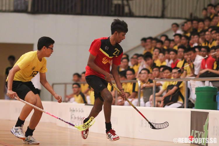 Shaaran S/o Veerasenan (EVS #23) dribbles against Muhammad Ammar B Khairudin (VS #62).  (Photo © Chua Kai Yun/Red Sports)