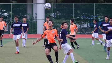 SAJC #5 and PJC #9 contest for the ball. (Photo © Chua Kai Yun/Red Sports)